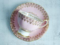 Gorgeous Wedding Pink and Gold Gilt Royal Albert Tea Cup and Saucer Mrs Teapot, Tea Cup Saucer, Tea Cups, Vases, Perfect Cup Of Tea, Tea Cookies, Tea Pot Set, Chocolate Pots, Cute Mugs