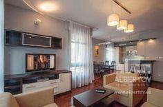 Die Wohnung befindet sich im einzigartigen Areal von sechs Mietwohnungsgebäuden in einer ruhigen Lokalität unterhalb von Vyšehrad. Sie finden hier eine wunderschöne Umgebung zur Erholung, wie auch schnelle Erreichbarkeit des Zentrums von Prag. http://www.mietwohnungen-prag.de