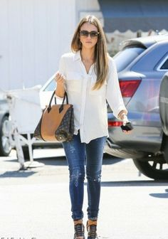 Actress Jessica Alba completed her casual style with the brown model of Louis Vuitton W handbag.