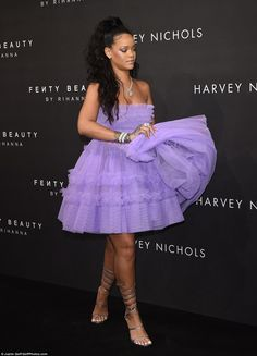 Rihanna looks lovely in lilac-colored dress while attending the launch of her Fenty Beauty make-up line during London Fashion Week on Tues. Estilo Rihanna, Looks Rihanna, Mode Rihanna, Rihanna Style, Rihanna Fenty, Purple Gowns, Lilac Dress, Tulle Dress, London Fashion Weeks