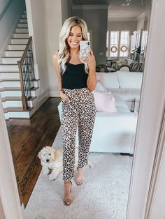 Destined For Greatness Animal Print Pants These bold pants are such a beautiful way to bring some trendy style to your party looks! The post Destined For Greatness Animal Print Pants appeared first on Summer Diy. Work Attire Women, Casual Work Attire, Casual Fall Outfits, Office Attire, Office Wear, Casual Office, Office Chic, Printed Pants Outfits, Leopard Print Outfits