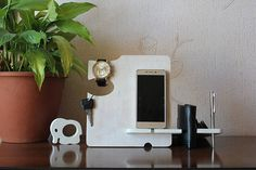 Personalized Men Gift, Wooden phone stand, Phone dock,Docking stating, iPhone charging station, Boyfriend gift, Valentines day gift, Men,Man