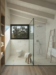 Is your home in need of a bathroom remodel? Give your bathroom design a boost with a little planning and our inspirational bathroom remodel ideas Bad Inspiration, Bathroom Inspiration, Furniture Inspiration, Interior Inspiration, Furniture Ideas, Furniture Design, Decor Interior Design, Interior Decorating, Decorating Ideas