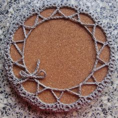 knutsel-mam: Pannen-onderzetter / warme (bed)sokken.. Chrochet, Starters, Diy And Crafts, Crochet Necklace, Rondom, Knitting, Silver, Jewelry, Caravan