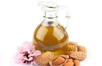 Almond oil is great as a beauty treatment. Almond oil is one of the classic oils used to moisturize, nourish and soften dry or very dry skin. Oil For Dry Skin, Oils For Skin, Natural Hair Care, Natural Hair Styles, Natural Glow, Natural Cures, Best Body Oil, Dark Circle Remedies, Natural Skin Whitening