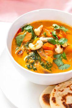 Kürbis Curry mit Naan - das perfekte Kürbis Rezept für den Herbst - wahres Soulfood und super gesund #kürbis #kürbisrezept #curry