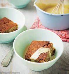 Davina Mccall's Smart Carbs - Sticky Toffee Pudding: There's no such thing as a completely guilt-free sticky toffee pudding, but hey – this is an occasional treat Davina Sugar Free Recipes, Low Sugar Recipes, No Sugar Foods, Baking Recipes, Dessert Recipes, Healthy Sweets, Healthy Baking, Healthy Mummy, Healthy Snacks