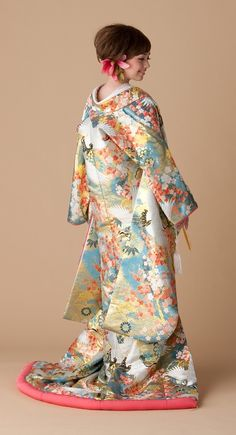 色打掛 水色 スポサブランカ 大阪 滋賀 岐阜 徳島 Japanese Wedding Kimono, Japanese Kimono Dress, Japanese Costume, Japanese Outfits, Japanese Fashion, Traditional Wedding Dresses, Traditional Outfits, Kimono Design, Oriental Fashion