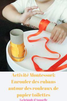 Activité Montessori: enrouler des rubans autour de rouleaux de papier toilettes.