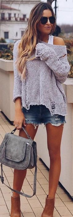 #spring #outfits woman in gray sweater and blue denim shorts holding sling bag. Pic by @vicidolls