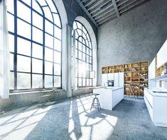 Modern - Kitchen - Design | Glass Matt Polar White | Natural Knotty Oak | Next 125 German Kitchens #germankitchens #kitchendesign #next125 #luxurykitchens
