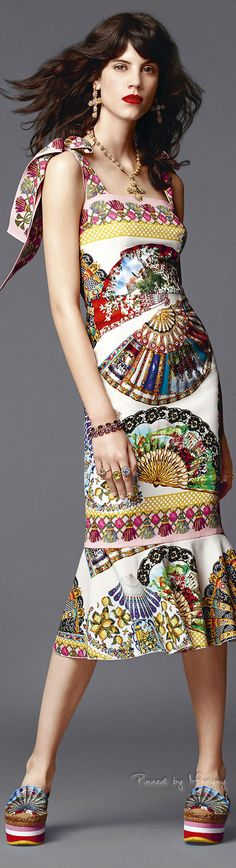 would love to recreate this with bold appliqued fans lace and all, bins fabrics - ♔Dolce & Gabbana.2015♔
