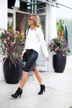 Mary keeps it simple in a white top and leather pencil skirt. This look is perfect for the weekend or meeting friends. Wear with ankle boots for some comfort or heels for some glamour.  Top: Vince Camuto, Skirt: Helmut Lang, Bag: Chanel, Sunglasses: Nordstrom