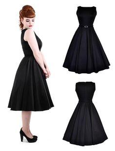 Tolles Swingkleid in klassichem schwarz. Vintage Kleid im Retro Look à la Audrey Hepburn. Das Kleid besticht durch seine klassische Schnittführung mit hoch geschnittenem Ausschnitt, Abnähern im Brustbereich und angeschnittenem weit schwingenden Rockteil. Toller Tragekomfort trifft auf Fünfziger Jahre Chic Perfekt auch mit optional erhältlichem Petticoat für mehr Fülle und den echten Fifties Look. Das Material aus Baumwoll-Stretch ist sehr angenehm zu tragen und passt sich perfekt dem Körper…