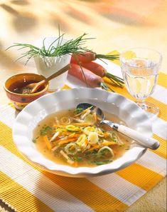 Unser beliebtes Rezept für Klare Gemüsesuppe mit Suppengrün und mehr als 55.000 weitere kostenlose Rezepte auf LECKER.de.