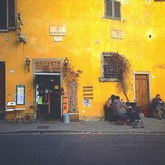 #ph1l74 #photo #vsco #vscocam #color #mobilephoto #iphoneart #iphoneartmobile #topiphonepic #igitaly #ig_italy #italy #florence #firenze #lategram #facade #building #art #architecture #medieval #old #winter #december #door #cafe #streets #cityscape