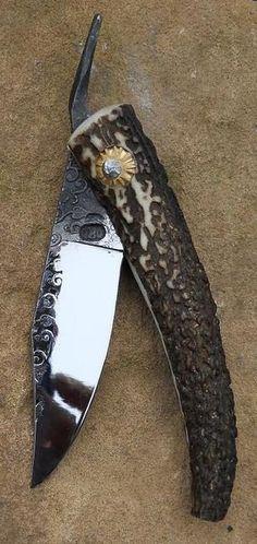 Cuchillo con mango de asta de ciervo rojo                                                                                                                                                     Más