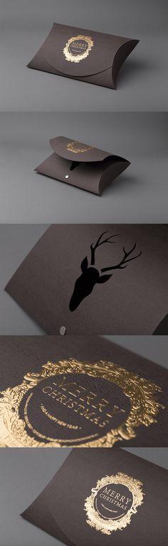 Pølse eske til jul. Papiret har et kult tre struktur. Product Packaging, Gift Packaging, Scarf Packaging, Branding Design, Logo Design, Sample Box, Grafik Design, Logo Ideas, Slow Fashion