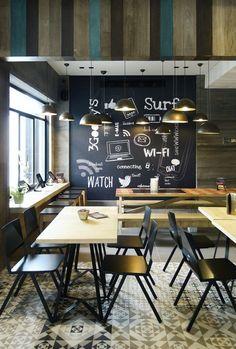 Goody's Burger House in Athen, GR by Chadios + Associates Cafe Bar, Cafe Shop, Coffee Shop Design, Cafe Design, Commercial Design, Commercial Interiors, Mensa, Coffee Restaurants, Burger Restaurant