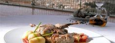 """Gastronomía de Aiguablava   Deliciosos platos que, servidos en un entorno único, tienen un sabor aún más especial. Gambas de Palamos, anchoas de La Escala, todo tipo de pescados y mariscos servidos en el marco de un encantador ambiente marinero y unas vistas inolvidables. En la calita que asoma a los pies del Parador se ubica el """"Mar i Vent by Javier de las Muelas"""", que se ha convertido en el #Restaurante & #Cocktail Bar de moda en la Costa Brava. Potato Salad, Beef, Ethnic Recipes, Food, Gastronomia, Dishes, Food Recipes, Kitchen, Sailor Room"""