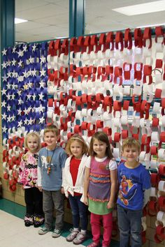 Lindbergh Students Salute Veterans Long Elementary School kindergarten students proudly stand in front of an American flag they made out of paper chains, to show their pride of country. American Symbols, American Flag, Memorial Day, Art Bulletin Boards, Leader In Me, Student Council, Lindbergh, Kindergarten Art, School Decorations