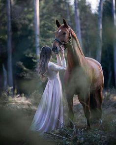 Mädchen und Pferd im Wald Pferdefotografie Cute Horses, Pretty Horses, Horse Love, Beautiful Horses, Horse Girl Photography, Equine Photography, Animal Photography, Photography Poses, Cute Horse Pictures