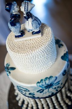 Delft hand painted cake