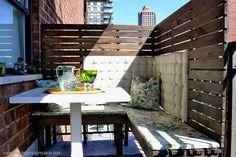 DIY outdoor balcony dining area with DIY outdoor wood benches Balcony Privacy Screen, Patio Privacy, Privacy Panels, Balcony Blinds, Patio Fence, Outdoor Balcony, Outdoor Dining, Outdoor Decor, Balcony Ideas