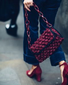 Again our fave Adenorah spotted around #fashion shows with its fave #raffiabag #streetstyle ⚡️⚡️⚡️