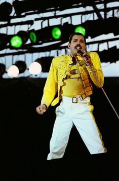 August the very last Queen concert with Freddie Mercury took place at Knebworth Park in Stevenage, England Queen Photos, Queen Pictures, Rare Pictures, Beautiful Pictures, Queen Love, Save The Queen, Brian May, John Deacon, Best Rock Bands