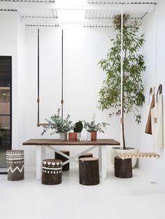 Un showroom australien, décor ethnique. Pop and Scott, un lieu de rencontre d'artisan. Salle à manger, avec tabourets, et balançoire. Déco originale.