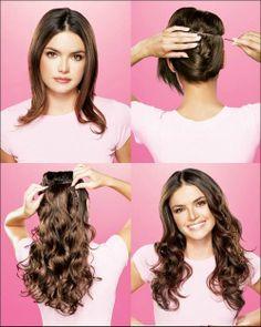 Hier zeigt uns eine hübsche, braunhaarige, junge Frau, wie einfach Frau sich für einen Abend mit Clip-In Extensions verändern kann.  Haare erst waagerecht teilen und hochstecken, dann die Clip-In Extensions untersetzen, auf mehreren Ebenen wiederholen, curlen und mit der welliger Haarpracht glänzen.