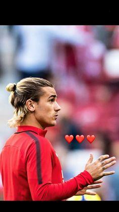 ❤️❤️❤️ Antoine Griezmann, Cristiano Ronaldo Lionel Messi, Neymar, Manchester United Wallpaper, Surfer Hair, Man Bun, Fc Barcelona, Haircuts For Men, Football Players