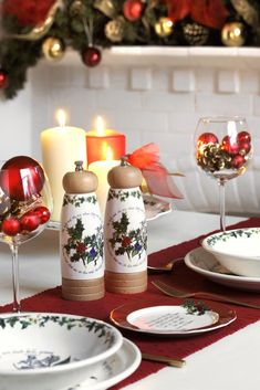 This traditional dining table set from Portmeirion is the ideal Christmas tableware for your entertaining. Perfect with the Holly and Ivy design   #portmeirion #hollyandivy #tableware #dining