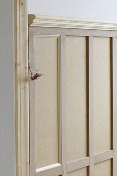 Panelen på plats i entréhallen och jag ser ljuset i tunneln… Wall Molding, Moulding, Moldings And Trim, Hallway Decorating, Wainscoting, Interior Design Living Room, Interior Inspiration, Decoration, House Design