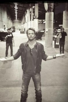 Excuse me ... is that Norman Reedus back there with a giant sock monkey!?!? I don't know how to deal when my obsessions collide! <3 (PS Sean Patrick Flanery is adorbs also)