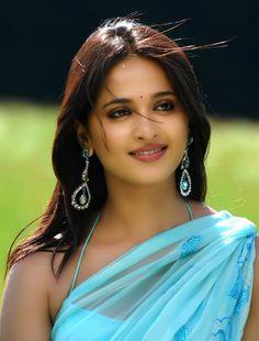 Actress Anushka, Bollywood Actress Hot, Most Beautiful Indian Actress, Beautiful Actresses, Beauty Full Girl, Beauty Women, Anushka Photos, Tamil Actress Photos, South Indian Actress