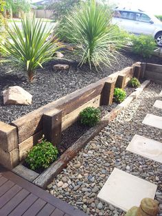 37 Gorgeous Front Yard Retaining Wall Ideas Perfect For Your Front House - _Selbstversorgung, Garten, Balkon - Garden Floor Diy Retaining Wall, Landscaping Retaining Walls, Front Yard Landscaping, Landscaping Ideas, Railroad Ties Landscaping, Railroad Tie Retaining Wall, Sleeper Retaining Wall, Outdoor Landscaping, Backyard Ideas