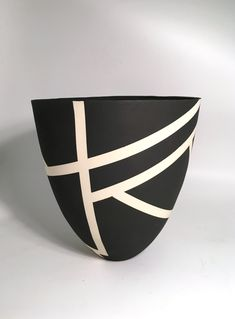 Bold Black and White Contour Vase I by Jean Elton (Ceramic Vase) Bold Black and White Contour Vase I by. Painted Plant Pots, Painted Flower Pots, Pottery Painting Designs, Pottery Designs, Ceramic Cafe, Ceramic Pottery, Ceramic Artists, Ceramic Painting, Hand Painted Ceramics