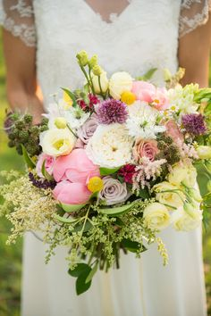 Bouquet colour full with coral peony end english roses