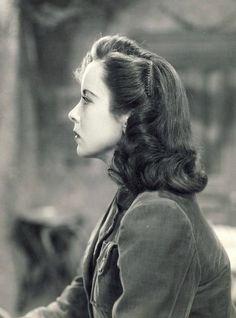 johnhannahs:  Ida Lupino photographed in profile, 1940's