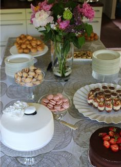 Table Decorations, Desserts, Graduation, Celebration, Party Ideas, Women's Fashion, Weddings, Inspiration, Finger Food Recipes