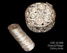 COF JC 008 - plateado redondo pecho en forma de perla de cristal. Incluye las 13 monedas tradicionales utilizadas en la ceremonia de la boda.