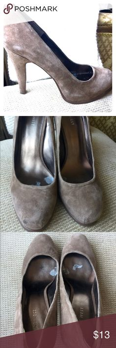 Nine West Mauve Suede Pumps Nine West Suede Mauve/Nude Heels Exterior is in excellent condition. Used, inner sole has some light wear and tear. Size 9M. 4.5 in heel. Nine West Shoes Heels