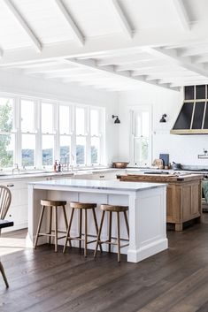How To Create a Modern Farmhouse Kitchen