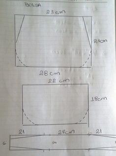 Patchwork tote bag sewing tutorial using charmpacks Bag Patterns To Sew, Sewing Patterns, Handbag Patterns, Sewing Tutorials, Sewing Projects, Pre Quilted Fabric, Tutorial Diy, Purse Tutorial, Diy Bags Purses