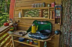 Toolbox und Schreibtisch in experimentellen Leben In die Wälder von Canda The HemLoft von Joel Allen Alternative von modernen Villen (1)