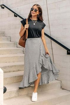 Retro Outfits, Mode Outfits, Skirt Outfits, Fashion Outfits, Womens Fashion, Printed Skirt Outfit, Fashion Skirts, Fashion Wear, Boho Fashion