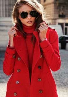 Aviators / Red coat = Perfect look for the winter. Oneand2.com