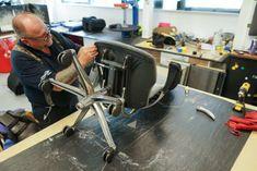 تعمیر صندلی اداری به چه صورت انجام می شود در این مقاله قصد داریم روند تعمیر صندلی اداری را توضیح دهیم که به چه صورت این کار انجام می شود، قیمت گذاری ها به چه صورت است و آیا باید صندلی را تعمیر کرد یا خیر و در آخر هم با انواع خرابی صندلی آشنا خواهیم شد و نکاتی که باید در استفاده صحیح از صندلی درنظر گرفته شود.